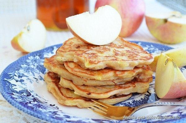 Рецепт пышных оладий из яблок
